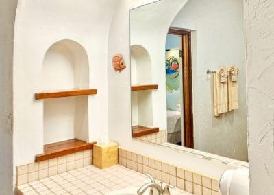 1080x1080-sandcastleonthebeach-rooms-beachfront_villa_room_301-047