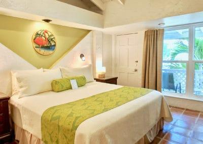 1080x1080-sandcastleonthebeach-rooms-beachfront_villa_room_301-048