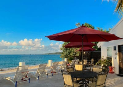 1080x1080-sandcastleonthebeach-rooms-beachfront_villa_room_301-050