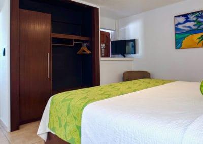1080x1080-sandcastleonthebeach-rooms-seaview_suite-011