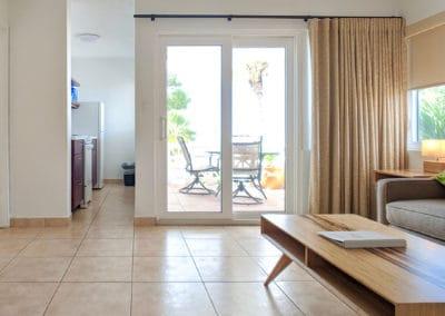 1080x1080-sandcastleonthebeach-rooms-seaview_suite-015